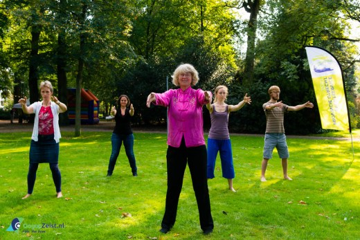 Helen IJsselmuiden van volledig.nl geeft een workshop demonstratie Taiji