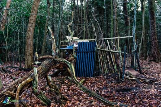 Jongens hut in het Zeister bossen bij de Lorenzlaan