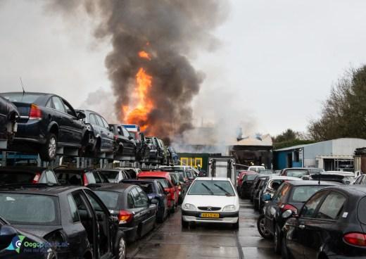 Grote brand bij Allround Autodemontage bedrijf Fornhese Laan Den Dolder