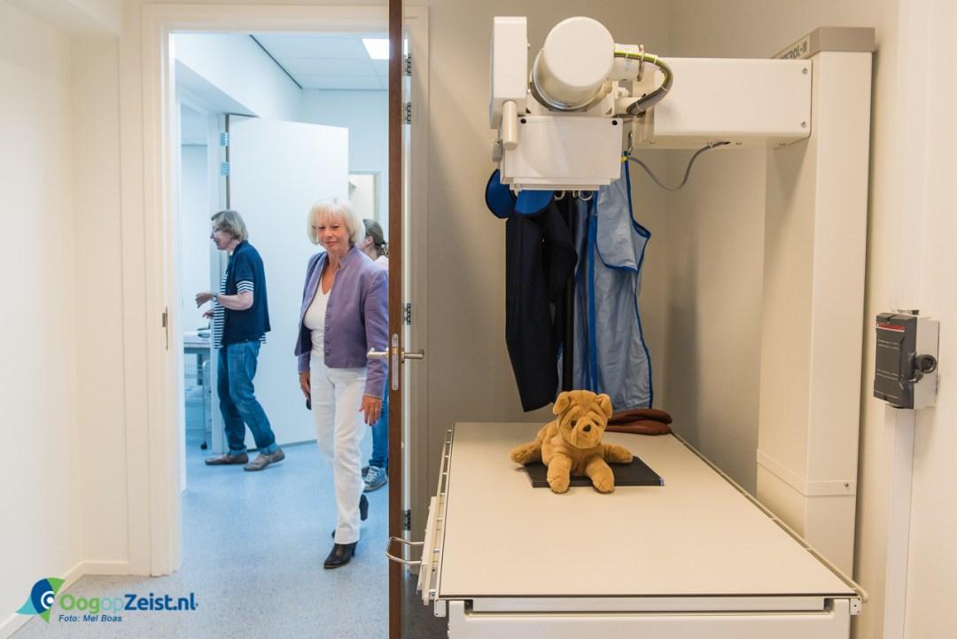 Opening Veterair Centrum Zeist, Monique Schwenke is er apentrots op.