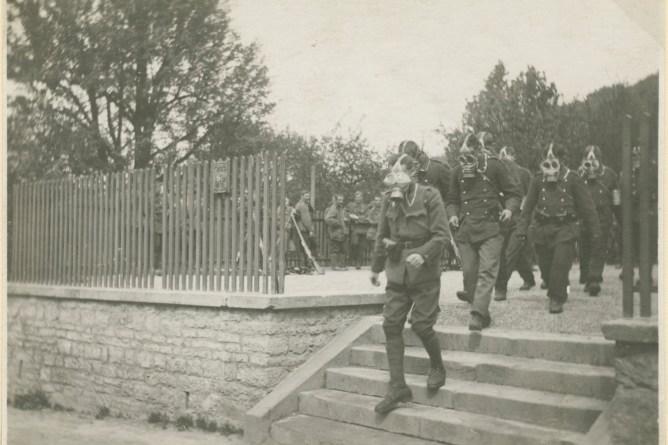 Soldaten mit Gasmasken