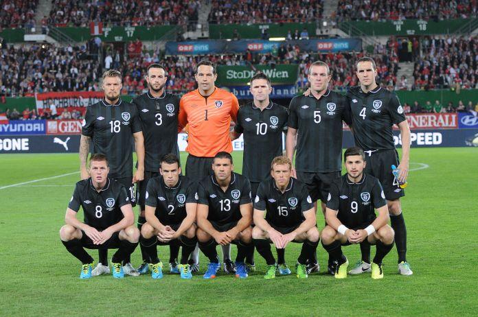 """Ungarische Fußball-""""Fans"""" gegen antirassistische Aktion"""