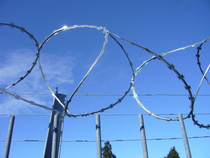 Litauen geht beim Grenzzaunbau der Stacheldraht aus