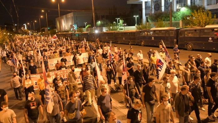 Protest gegen NATO und Krieg in Griechenland