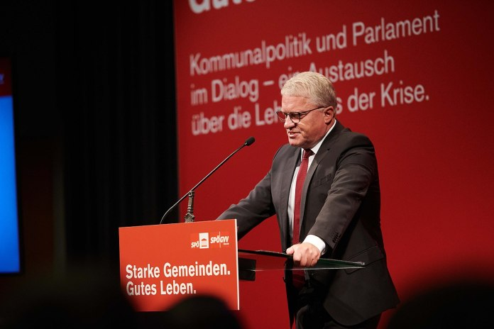 Neue Regierungen in Linz und Oberösterreich mit wenigNeuem