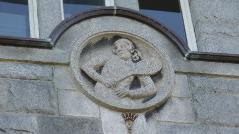 Tennis player bas-relief above an entrance to the Centre Culturel Calixa-Lavallée