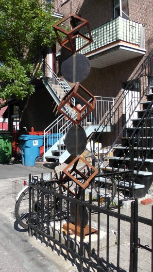 Sculpture in front of 5483 de l'Esplanade