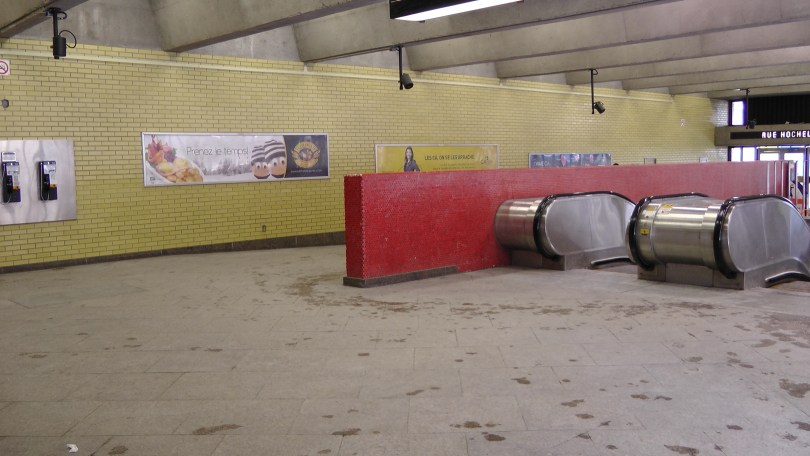 Inside the northern entrance of Métro Joliette.