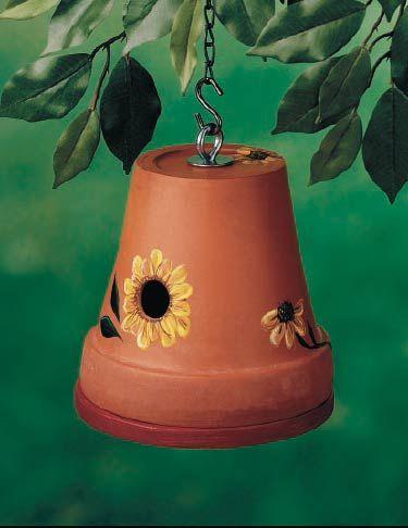 Горщик захистить пташок від вітру.