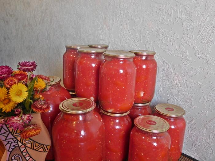 консервовані помідори в літрових банках
