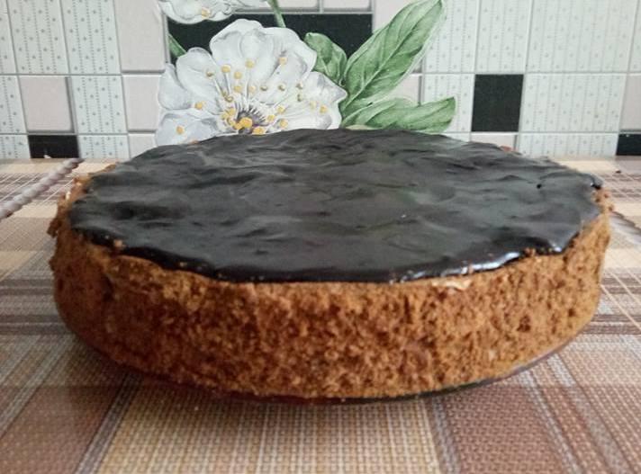 """""""Спартак"""" - шоколадно-медовий торт зі сметанним заварним кремом"""