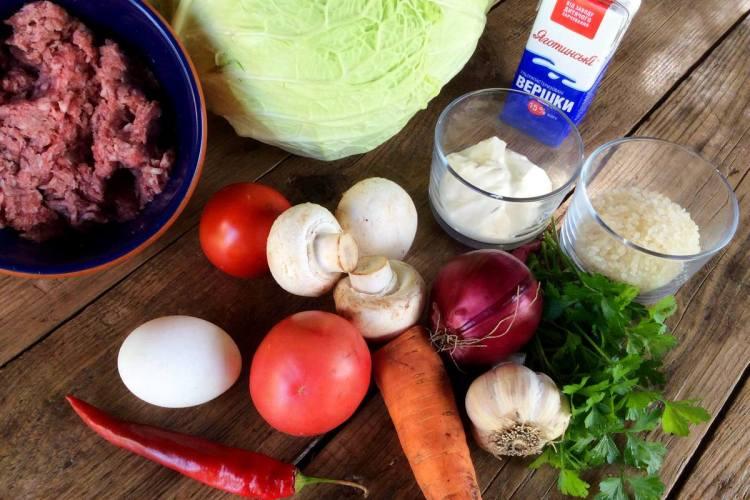 Інгредієнти для м'ясної запіканки з савойською капустою