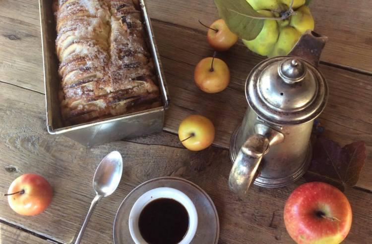 Яблучний пиріг до чаю або кави готовий!