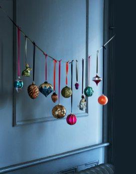 Гірлянда з новорічних кульок