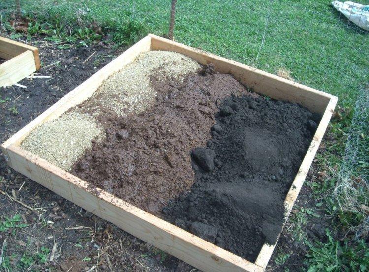 Торф найкраще працює, як один з компонентів ґрунту, роблячи її повітро- і вологонепроникною, структурною