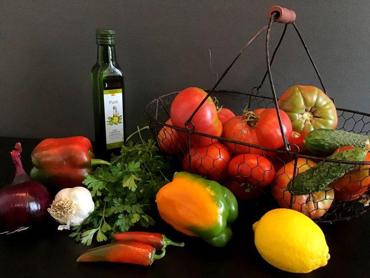 Інгредієнти для освіжаючого гаспачо