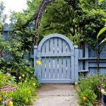 Садові хвіртки та двері — 40 ідей з фото