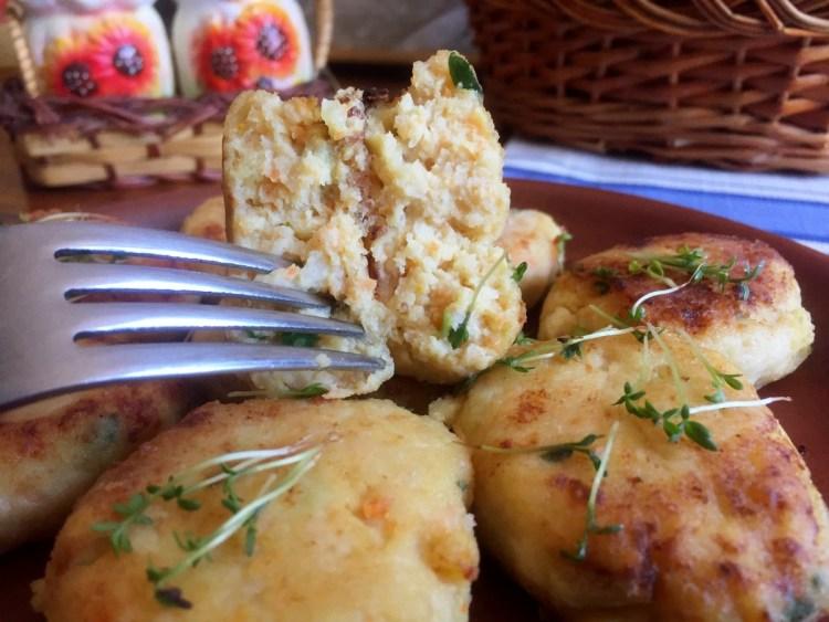Подаємо рибні котлети на стіл із зеленню до рису, макаронів чи картоплі