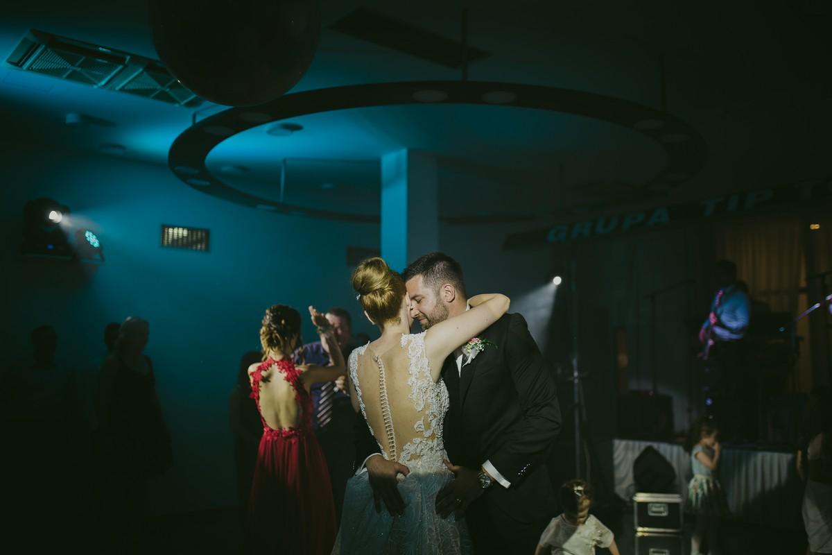 reception first dance wedding