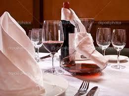 Posate .Raffreddare il vino in modo veloce può essere determinante. Ma anche saper giudicare un piatto