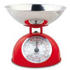 Una bilancia utile a pesare gli alimenti. In cucina senza bilancia si pesa ad occhio.