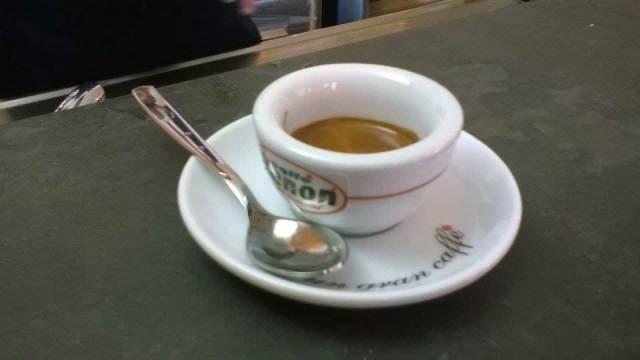 Caffè espresso, Caffe' buono: non è difficile riconoscerlo ma occorre tenere a mente cinque regole. Un caffe' espresso perfetto