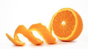 sbucciare l'arancia