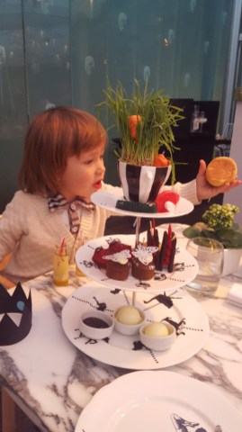 Easter activities for kids in London : Mad hatter tea