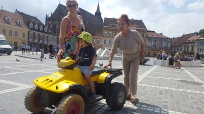 Brasov with kids: Piata Sfatului