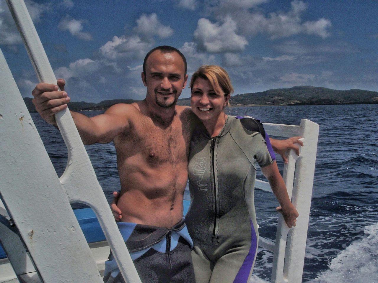 Diving and feeding sharks in Honduras