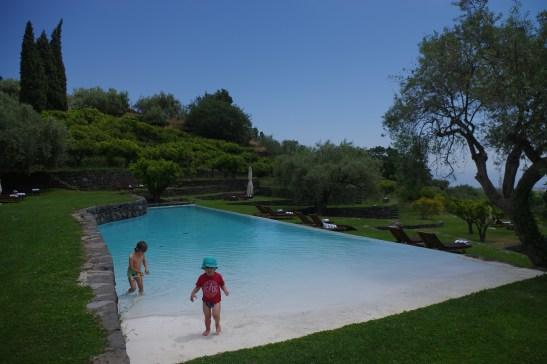 Etna luxury hotel: Monaci delle Terre Nere pool