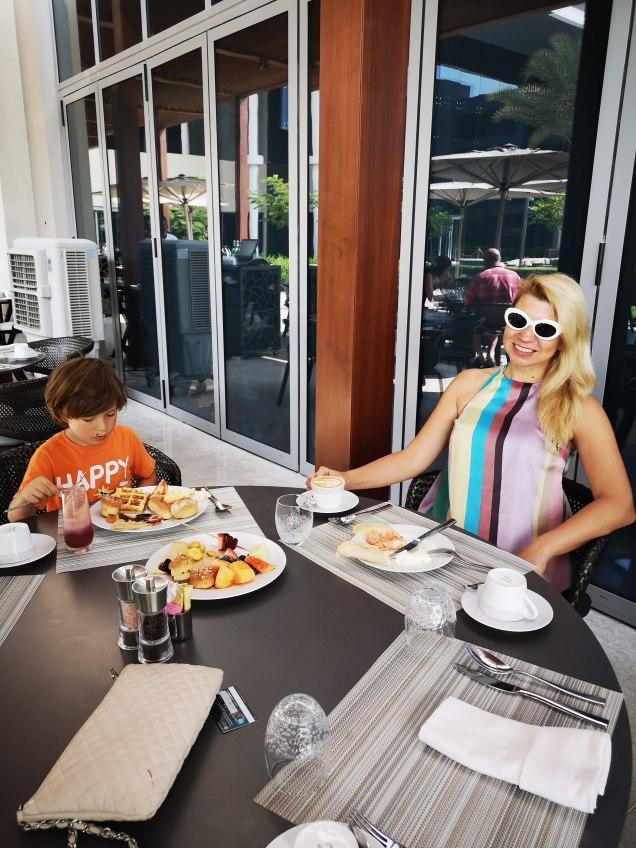 The kitchen @ Kempinski hotel Muscat : breakfast on the terrace