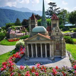Geneva's wonderful St Pierre's cathedral - SwissMiniatur