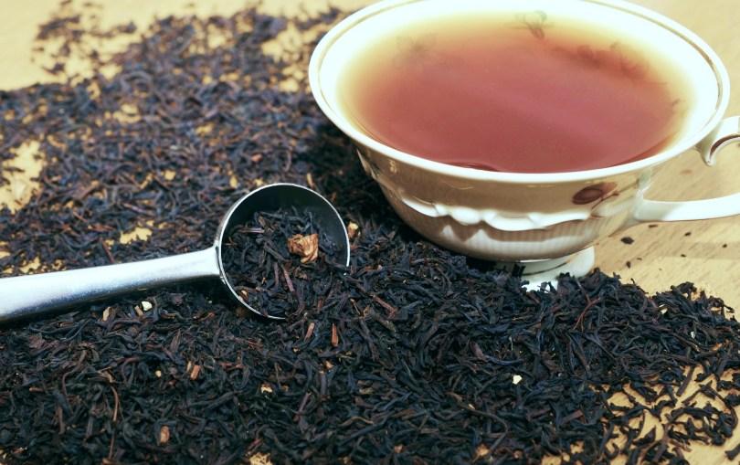 thé en vrac avec tasse de thé