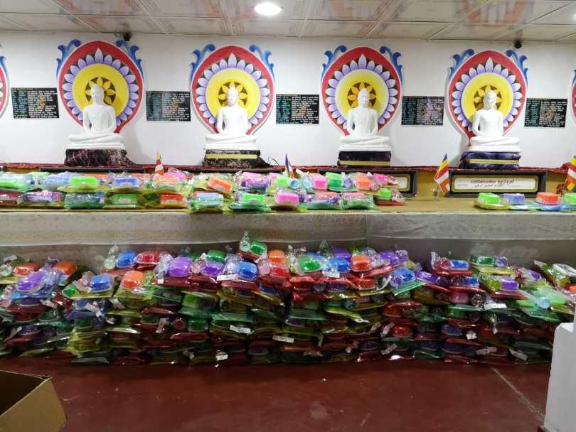 matériel scolaire pour une donation dans une école de Kandy