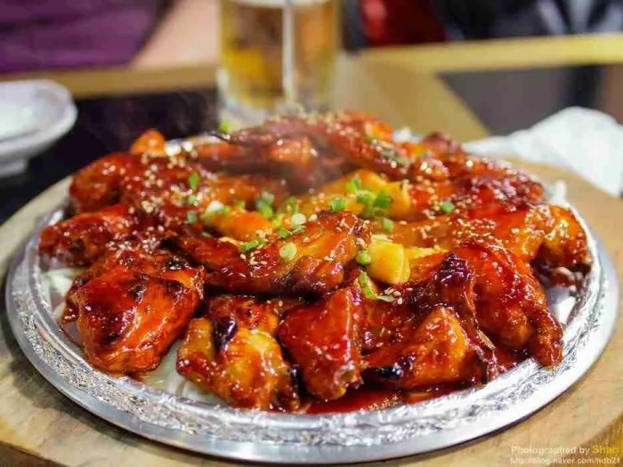 HooLaLa barbecued Korean chicken
