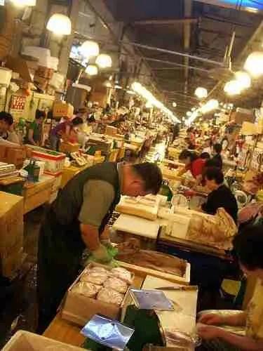 Behind-the-scenes with Bizarre Foods #3: Noryangjin Fish Market