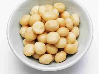 How to Serve Macadamia Nuts (the Korean Air Way)