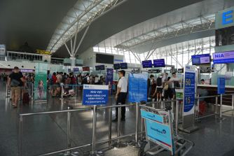 Singapore Airlines check-in counters in Row E