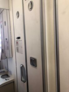 Mirrors in the lavatory makes it feels large