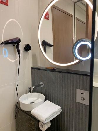 Shower facilities in SilverKris Lounge