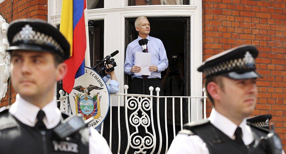 Julian Assange, fenêtre sur l'enfer du décor.