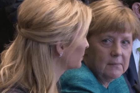 """Merkel fton """"vajzën e parë"""" në Gjermani, fillimi i një miqësie të bukur?"""