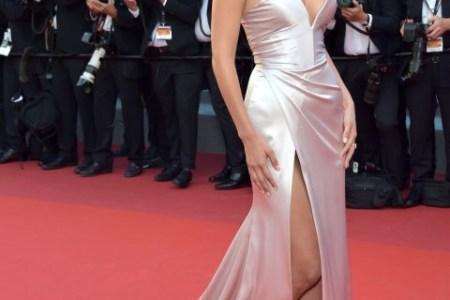 Bella Hadid mahnitëse në tapetin e kuq të festivalit të filmit në Cannes