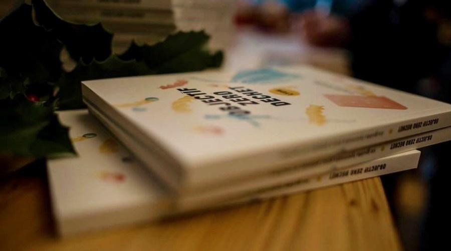 """Trois livres """"Objectif zéro déchet"""" empilés sur une table"""