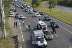 Motociclista morre após colisão com caminhão embaixo do viaduto da freeway Adriana Franciosi/Agência RBS