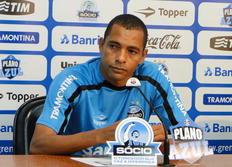 Gilberto Silva destaca a força do grupo do Grêmio para superar ausência de Kleber Adriano de Carvalho/Agencia RBS