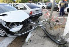 Bicicleta-símbolo da resistência ao domínio dos carros é danificada em acidente na Capital Ronaldo Bernardi/Agência RBS