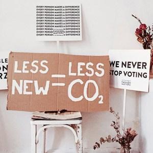 устойчива мода рециклиране на текстил дрехи