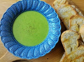 Fresh pea and ham soup